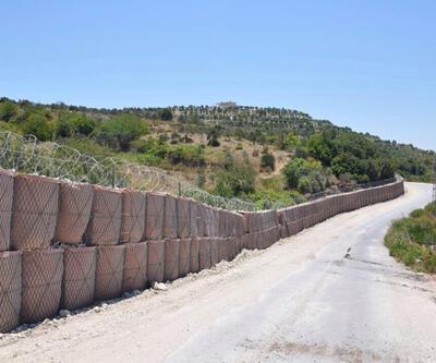 Hatay'da Suriye sınırına roketatara dayanıklı duvar örülüyor