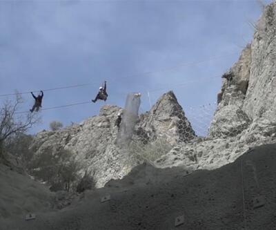 Dağcılar dünyanın yükseklikteki 3. barajında iş güvenliği için çalışıyor