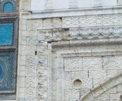 750 yıllık çiniler asitle kazınıp maviye boyanmış