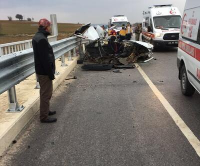 Korkunç kaza: Otomobil bu hale geldi