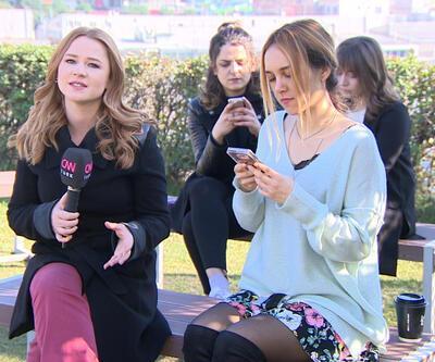 Gençler telefon uygulamalarına günde en az 3 saat ayırıyor