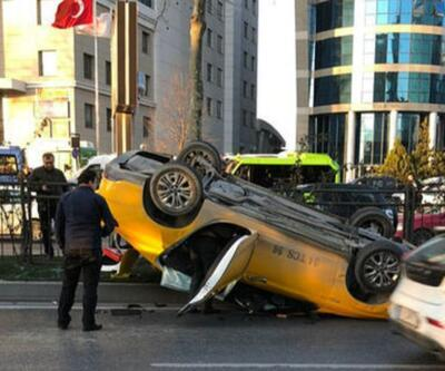 Levent'te sollama yaparken araca çarpan taksi takla attı