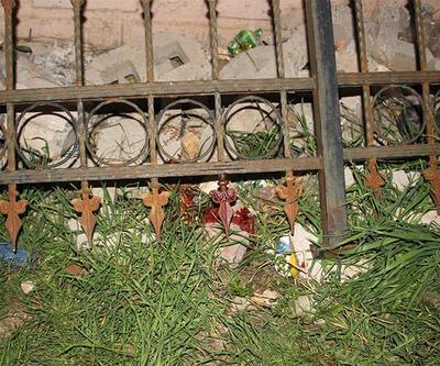 Üzerine demir korkuluk devrilen çocuk öldü