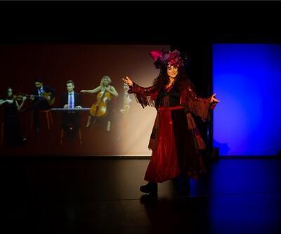 Derya Alabora'nın şarkılarla renklendirdiği 'Efsane Kadın' 8 Kasım'da Baba Sahne'de