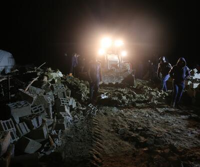 Gürpınar'da ahır çöktü 75 koyun telef oldu