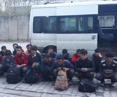 'Dur' ihtarına uymayan minibüste 32 göçmen çıktı