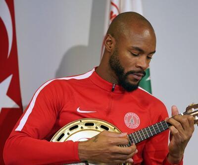 Banjo çalıyor, gol atıyor