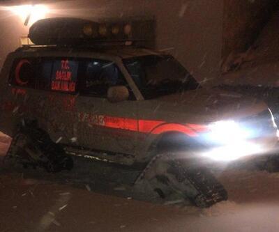 Kar yolları kapattı, Mustafa'nın imdadına paletli ambulans yetişti