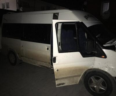 Polisin şüphelenip durduğu minibüsten 44 göçmen çıktı