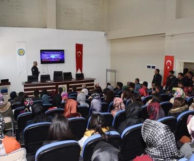 Hilvan'da 'Sosyal Medya Bağımlılığı' konferansı