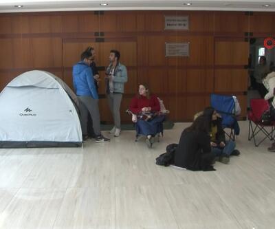 Bilet alabilmek için çadır kurdular
