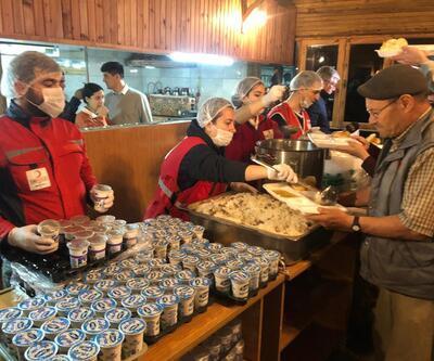 Kızılay deprem bölgesinde 2 bin kişiye yemek dağıttı