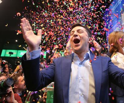 Ukrayna'da seçimi siyasete geçen yıl atılan Zelenskiy kazandı