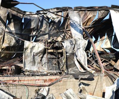 Plastik fabrikası yangında kül oldu