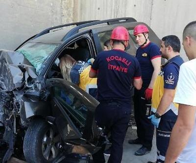 Otomobil köprü ayağına çarptı, sürücü yaralandı