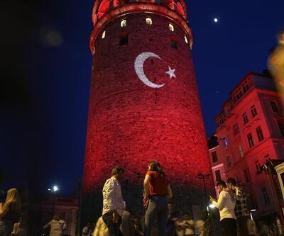 Galata Kulesi kırmızı beyazla ışıklandırıldı