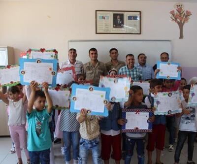 Nizip'te, Suriyeli öğrenciler karne aldı