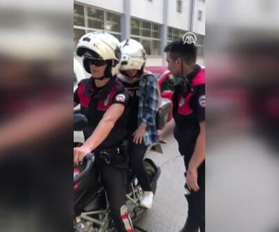 Kimliğinde fotoğraf olmayan öğrenciye polisten destek