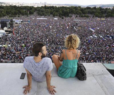 Son 30 yılın en büyük protestosu: Çekya'da halk sokaklarda