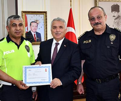 Öğrenciyi sınava yetiştiren polislere ödül