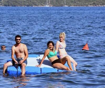Marmaris'te sıcaktan bunalanlar plajları ve havuzları doldurdu