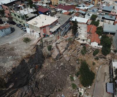 İzmir'de kayaların düştüğü mahallede yıkım çalışması başladı