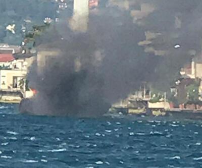 Üsküdar'da teknede yangın! Son anda denize atladılar