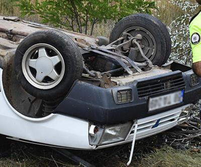Sivas'ta lastiği patlayan otomobil şarampole devrildi: 6 yaralı