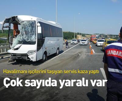Havalimanı işçilerini taşıyan servis kaza yaptı