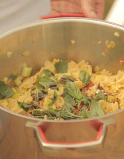 Kelebek Makarna Yaz Salatası nasıl yapılır?