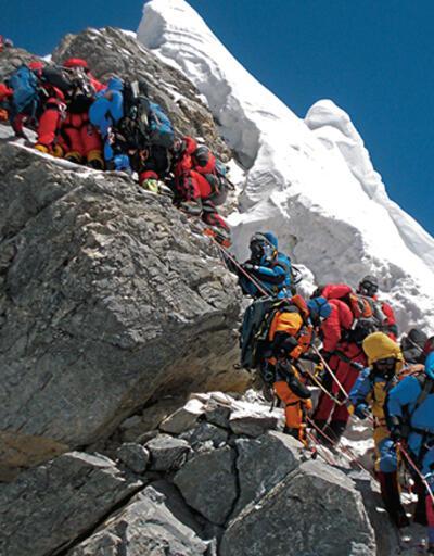 Everest'in zirvesi insan dışkıları yüzünden mikrop saçıyor