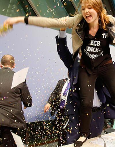 Mario Draghi'ye Femen protestosu!