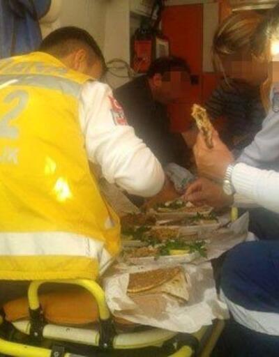 Ambulansta ''lahmacun'' sosyal medyayı salladı