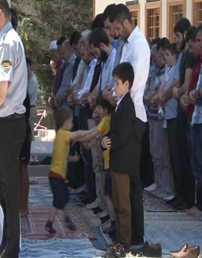 """Validebağ'ı karıştıran """"Koru Camii"""" ibadete açıldı"""
