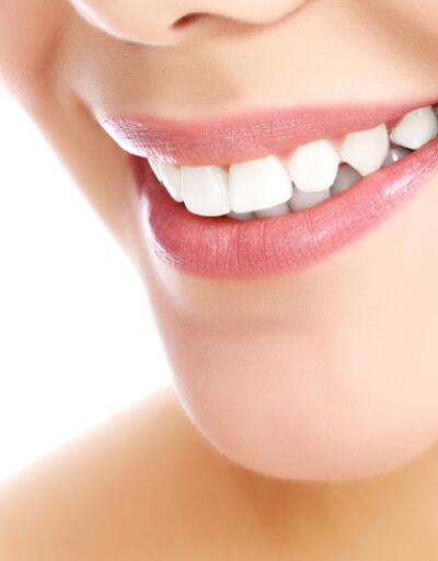 Bembeyaz dişler için 4 doğal yöntem