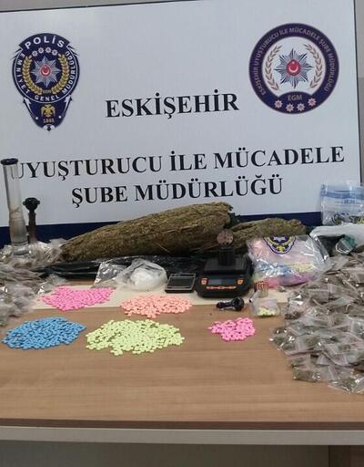 Mersin'in ünlü tatlısı 'Kerebiç'in içinden uyuşturucu çıktı