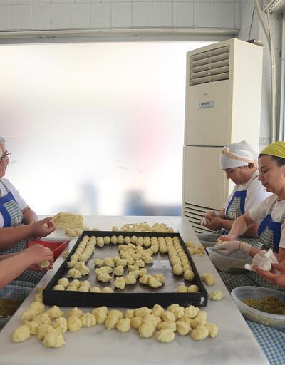 Mersin'in özgün tatlısı 'kerebiç' satışları tavan yaptı