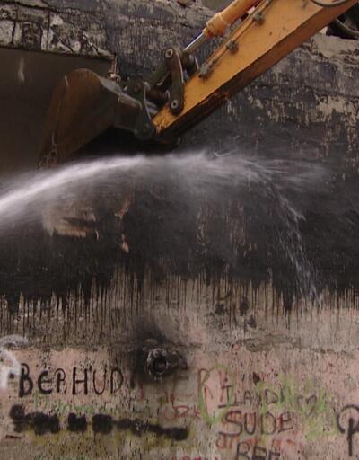 25 yıllık bina risk nedeniyle yıkıldı