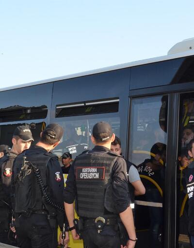 Otobüsün camını kıran Fenerbahçeli taraftarlar karakola götürüldü