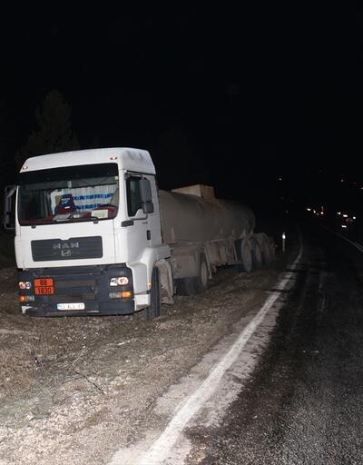 Kamyondan yola dökülen asit kazaya neden oldu: 1'i çocuk 3 kişi ağır yaralı