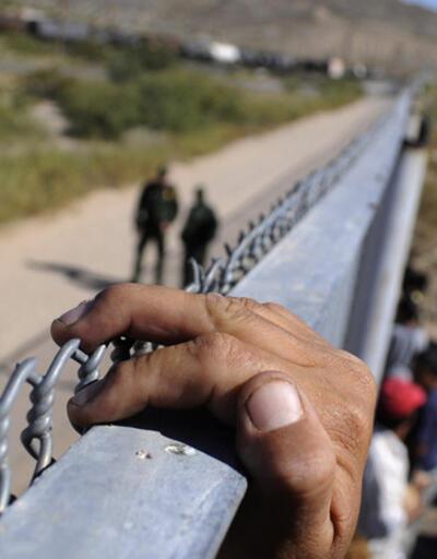 Trump dağıtılmasını istemişti! Sığınmacı konvoyu ABD sınırına ulaştı