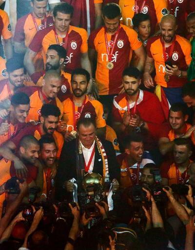 Şampiyon Galatasaray kupasına kavuştu