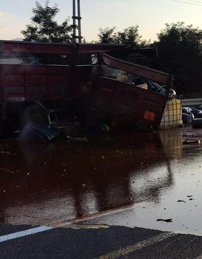 Asit yüklü kamyon kaza yaptı, asit yola saçıldı