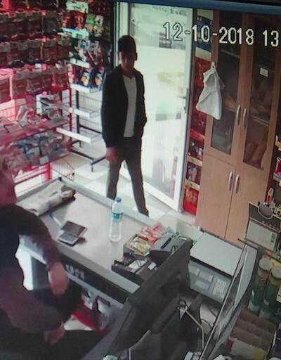 Market çalışanının cep telefonunu çaldılar