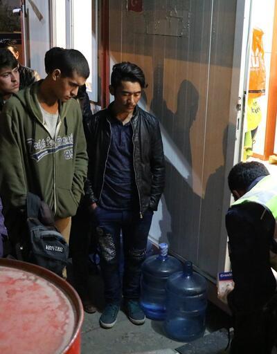 Hayalleri Sivas'ta son buldu, 17 kaçak göçmen yakalandı
