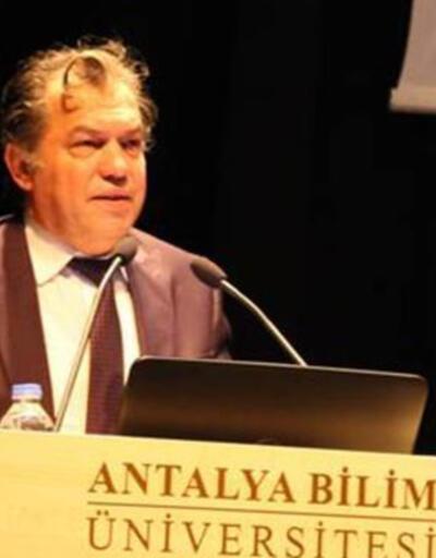 Düğünde rahatsızlanan Prof. Dr. İbrahim Dülger hayatını kaybetti