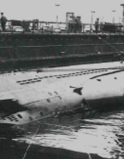 Belgesel çekerken tarihi denizaltı buldular