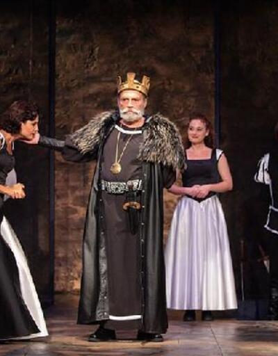 Haluk Bilginer, Kral Lear rolüyle sahnede