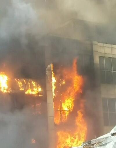 Bakü'de AVM'de yangın