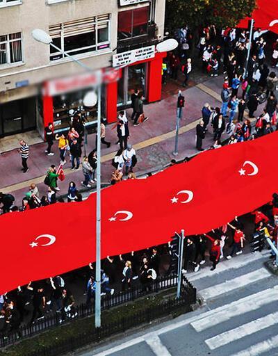 1919 metre Türk bayrağı ile şehir turu attılar